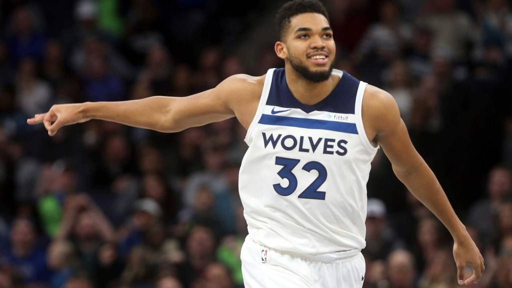 Timberwolves Karl Anthony Towns And His Parents Soak In Being A First Time All Star