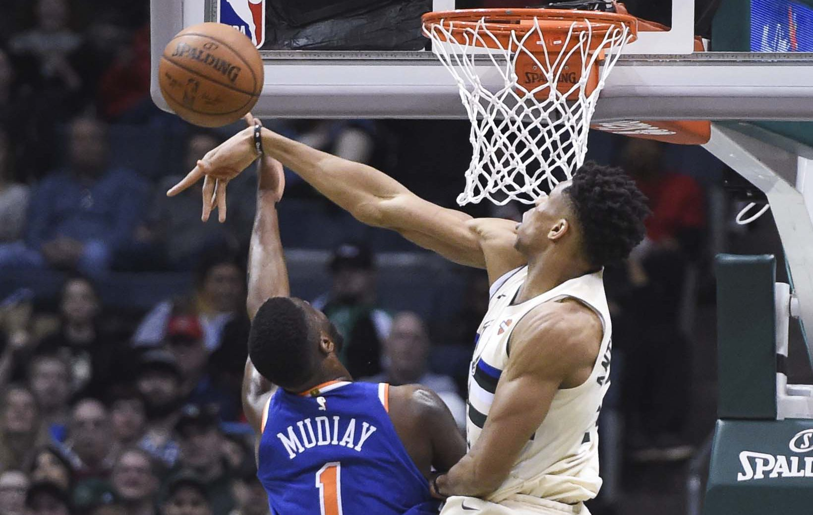 51f1e2f4ad79e9 Giannis MVP Watch: Bucks vs. Knicks II