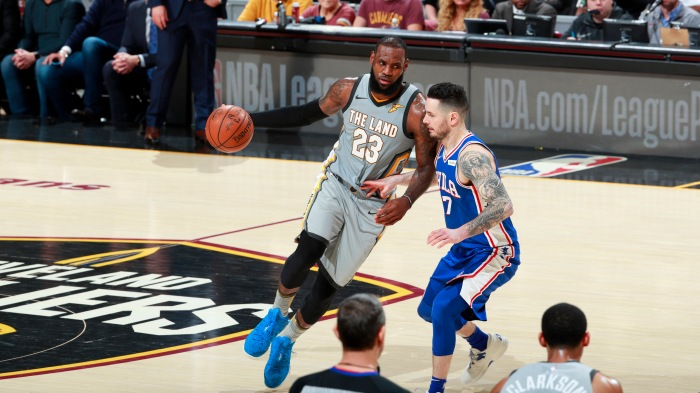 50fac1418e86 The most spectacular plays of LeBron James  career