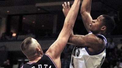 Milwaukee Bucks' guard Ray Allen (R) uses a revers