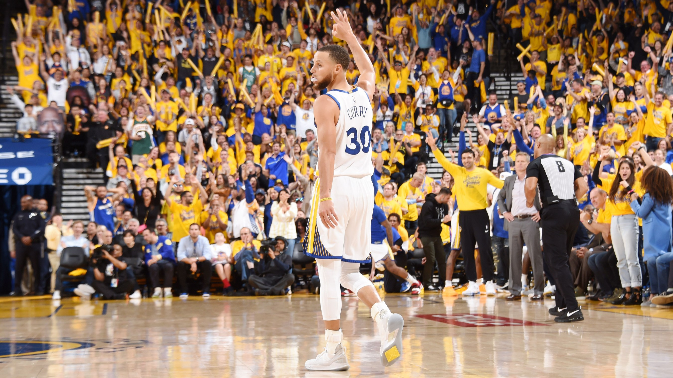 5fa6e3a1c509 The Steph Curry of old resurfaces against Rockets