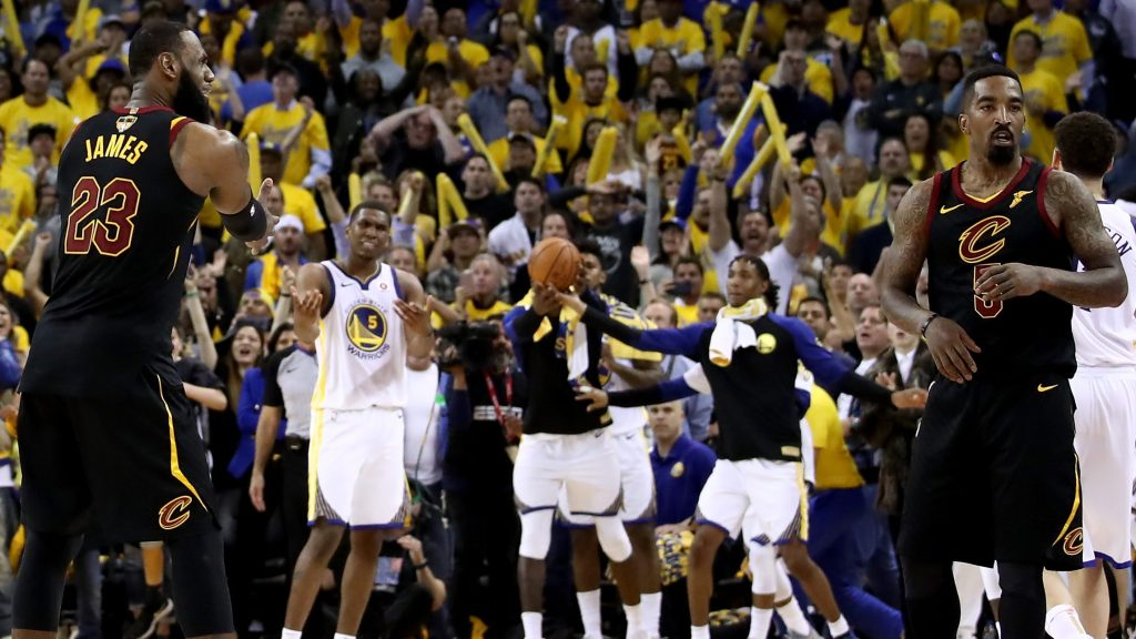 Inside Oracle Arena The Reactions To J R Smith S Game 1 Blunder Were Simply Priceless