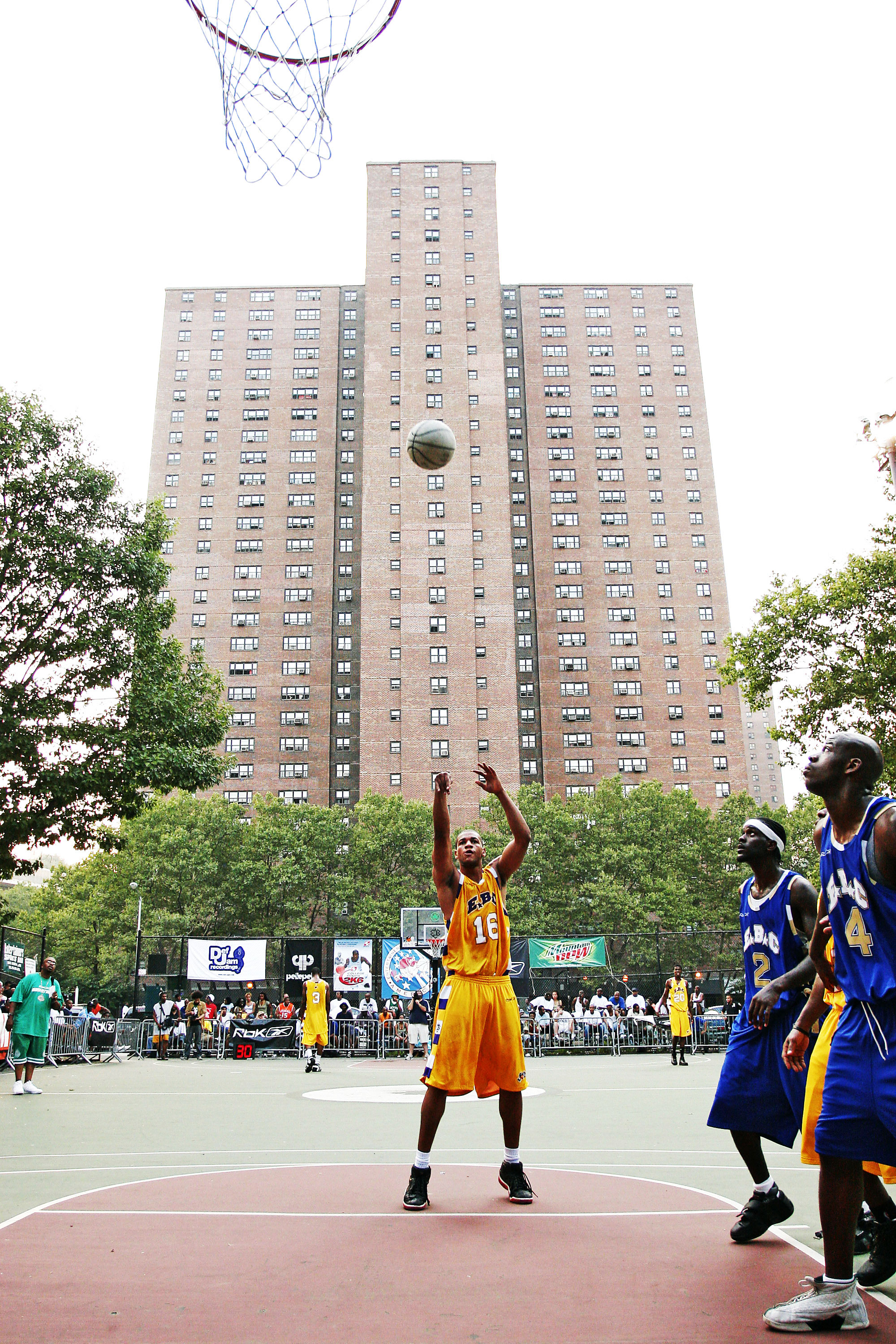 A game at the Entertainer s Basketball Classic at Rucker Park in Harlem 5f603257f3