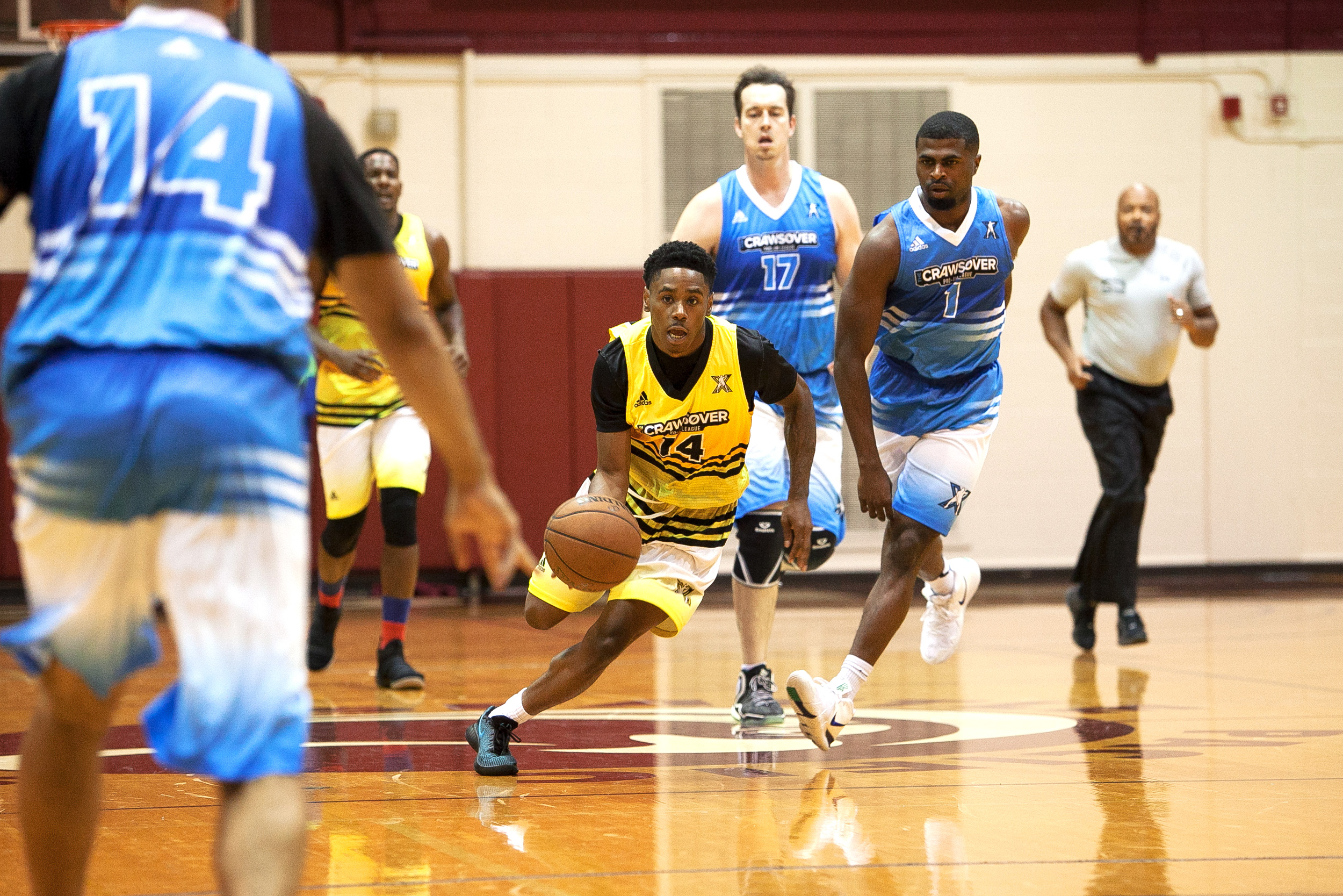 1451acb2 SB Battle's DJuan Miller (center) runs the ball against The Unit during  their Crawsover league pro-am basketball game at Royal Brougham Pavilion at  Seattle ...
