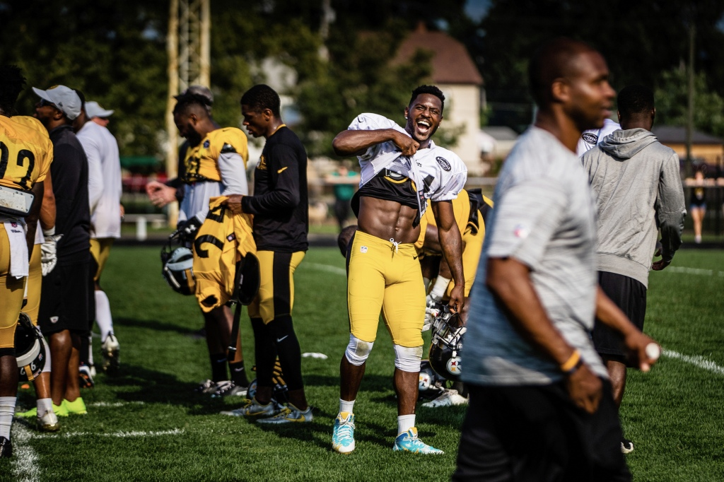 "72fefd412f Antonio Brown shows off his six-pack during a Steelers practice at Latrobe  Memorial Stadium. ""His work ethic is impeccable,"" says a former trainer."