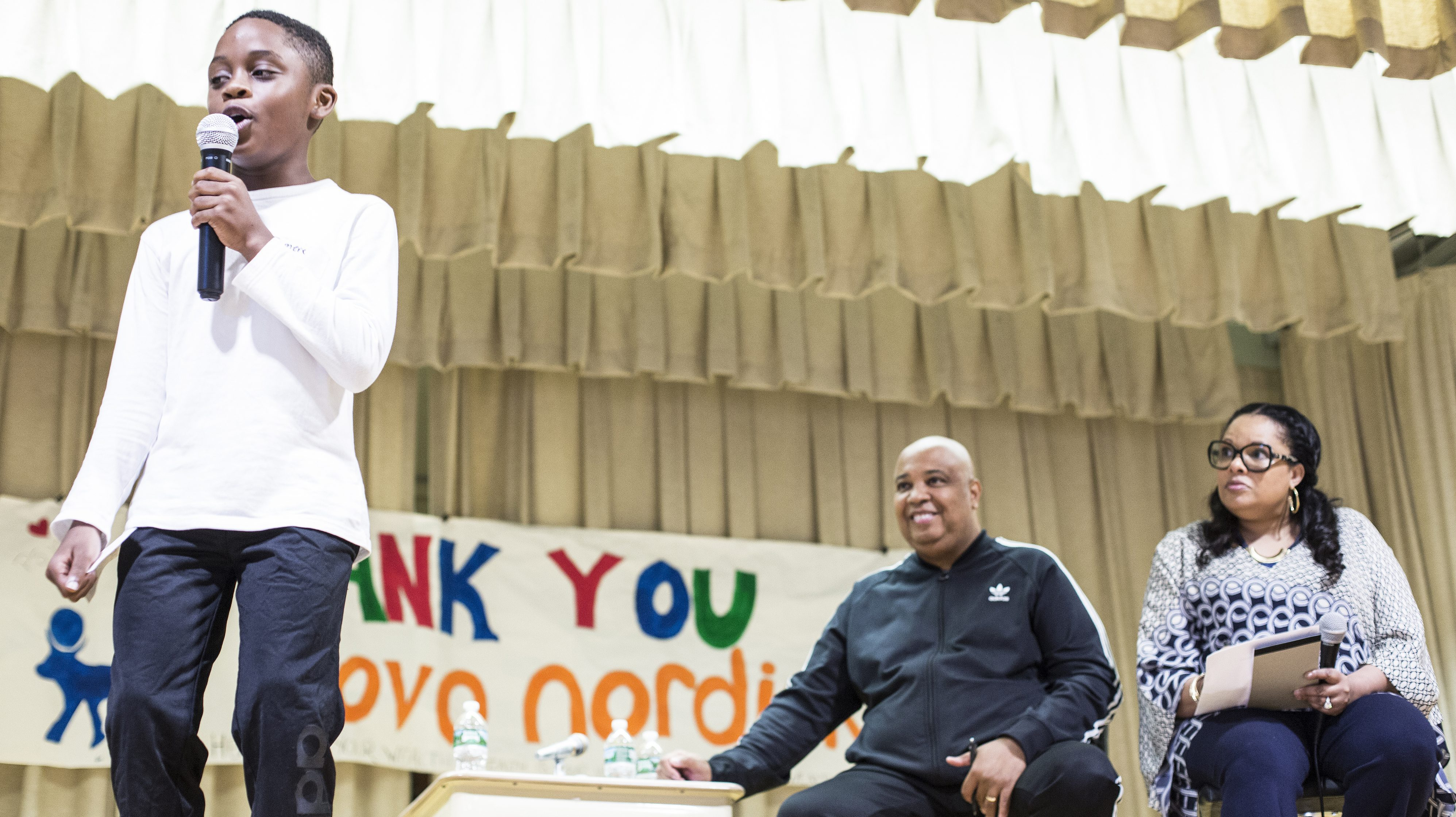 novo nordisk ambassadors rev run center and justine simmons right look on as a student at ps 104 the bays water school in far rockaway new york - When Christmas Comes To Town Karaoke
