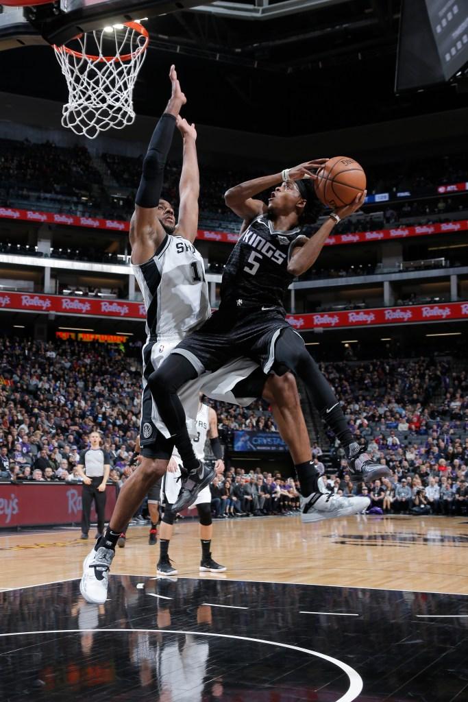 De Aaron Fox (right) of the Sacramento Kings shoots the ball against the  San Antonio Spurs on Feb. 4 at Golden 1 Center in Sacramento e4d153453
