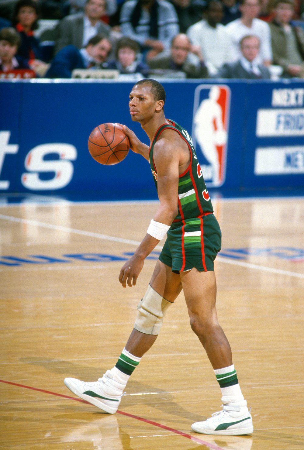 uk availability c0de3 47519 Milwaukee Bucks forward Terry Cummings dribbles the ball in the Puma Sky LX  during a 1985 game against the Washington Bullets. Cummings wore Pumas in  the ...