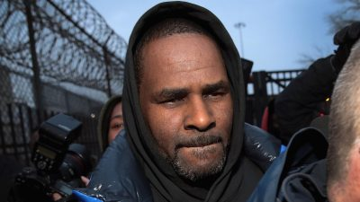 R. Kelly leaves the Cook County jail after posting a $100.000 bond on Feb. 25 in Chicago. Kelly was being held after turning himself in to face 10 counts of aggravated sexual abuse.