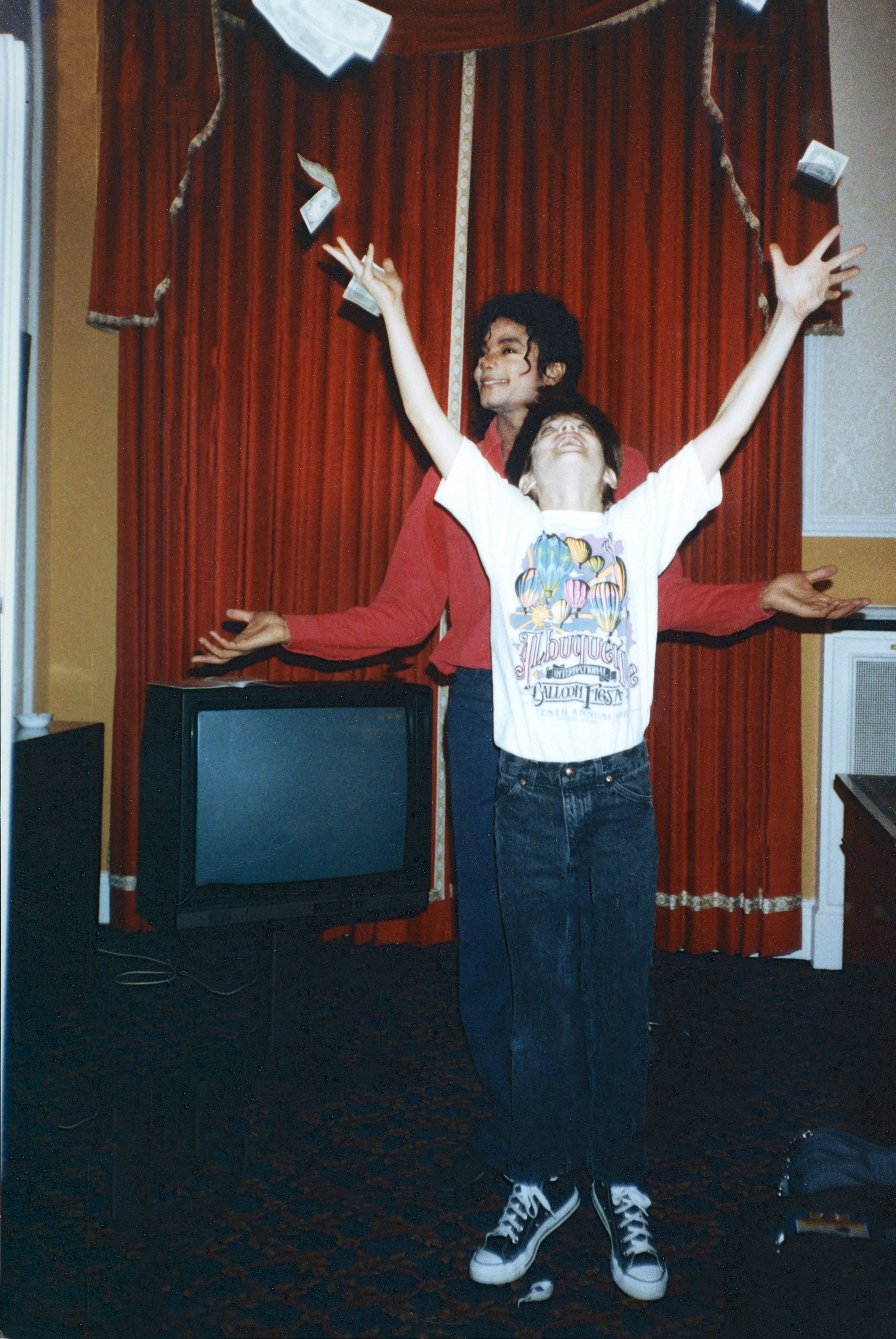 4ac70410675f8c Michael Jackson and Jimmy Safechuck (front).