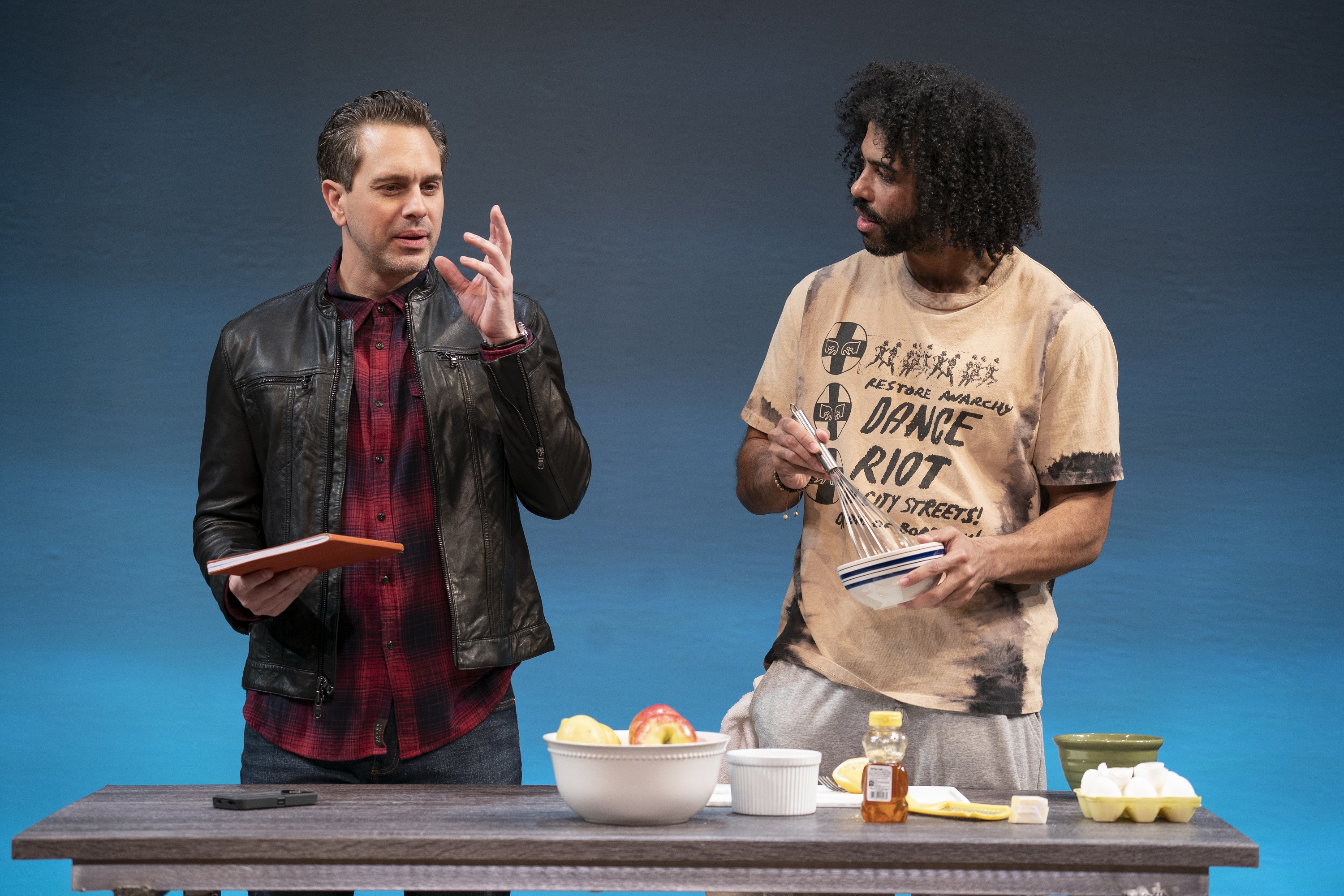 new style 19786 69922 Thomas Sadoski (left) as Ralph and Daveed Diggs (right) as Leo in a scene  from White Noise.