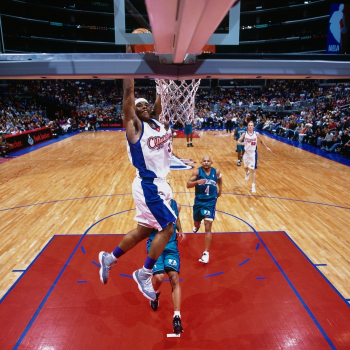 new styles 3c780 6976d Quentin Richardson of the Los Angeles Clippers dunks against the Charlotte  Hornets at the Staples Center on Jan. 5, 2001.