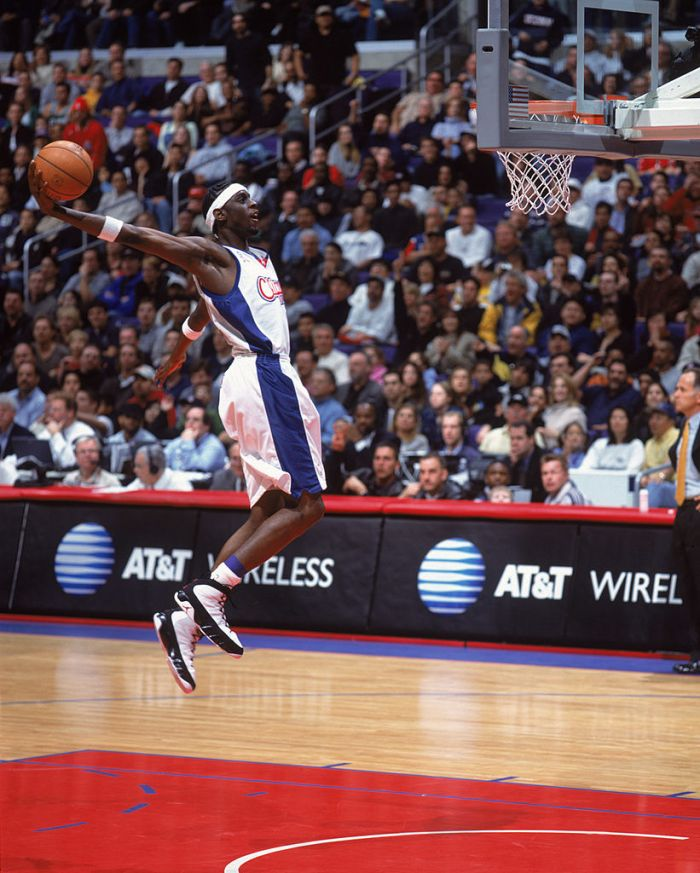c6ffda3cedcb Forward Darius Miles  21 of the Los Angeles Clippers shoots the ball during  the NBA game against the Boston Celtics at the Staples Center in Los  Angeles