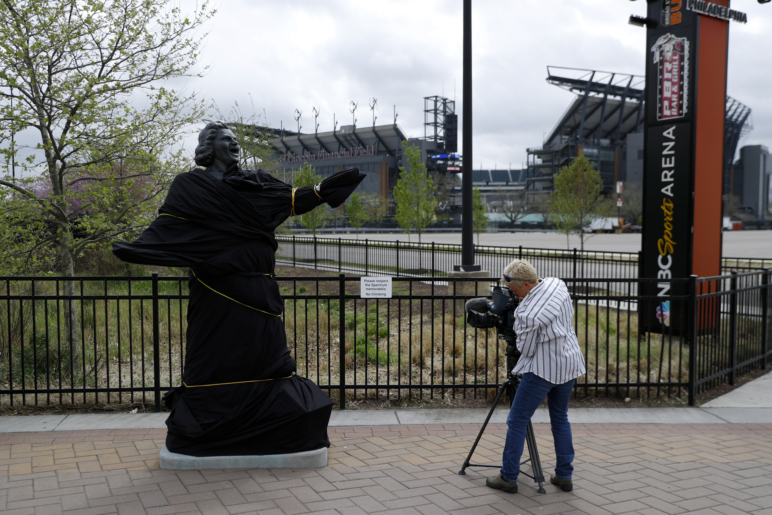 8a77cef377acb4 A television photographer records the partially covered statue of singer  Kate Smith near the Wells Fargo Center in Philadelphia on April 19.