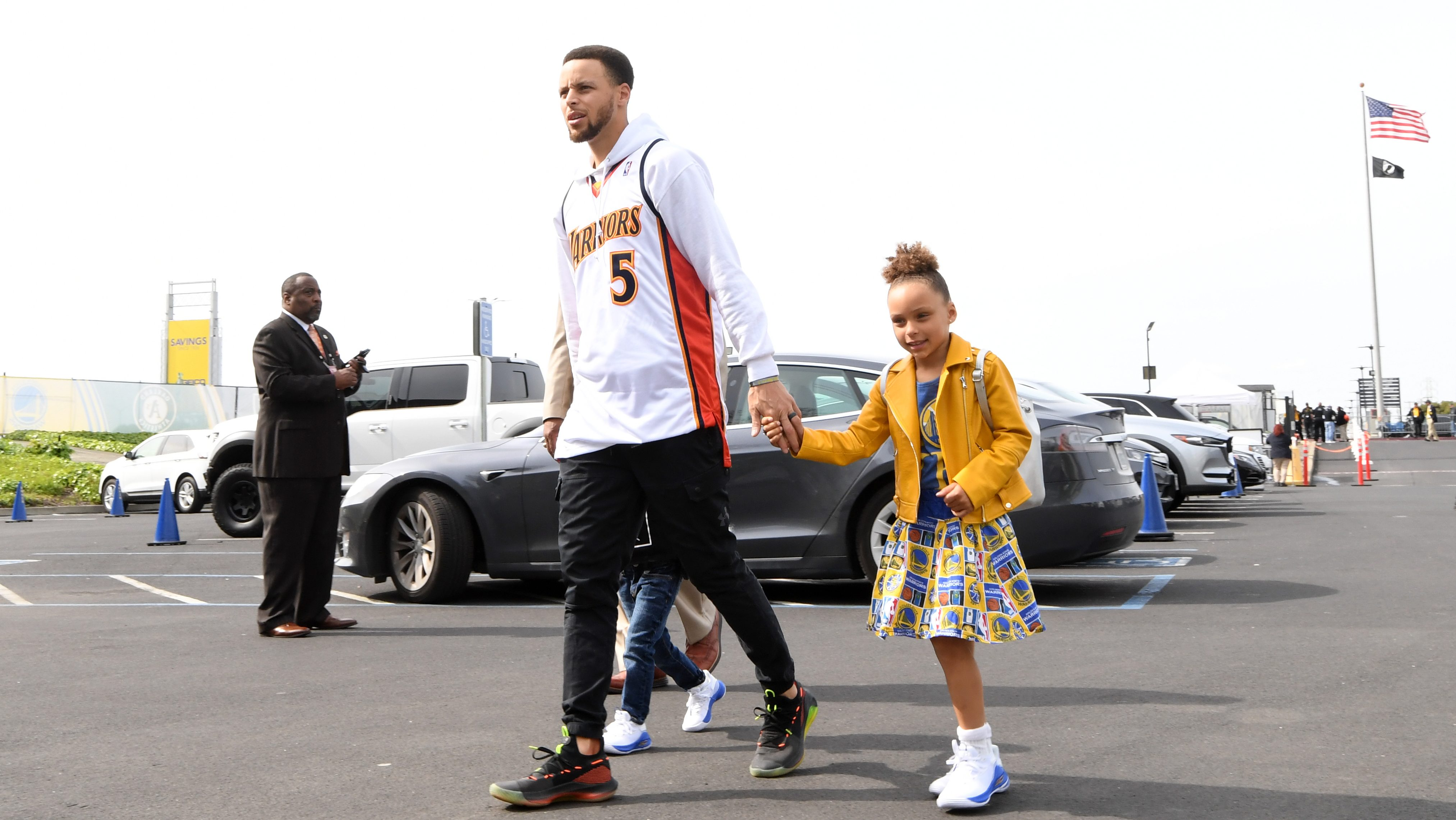 Steph unplugged: Curry takes fans