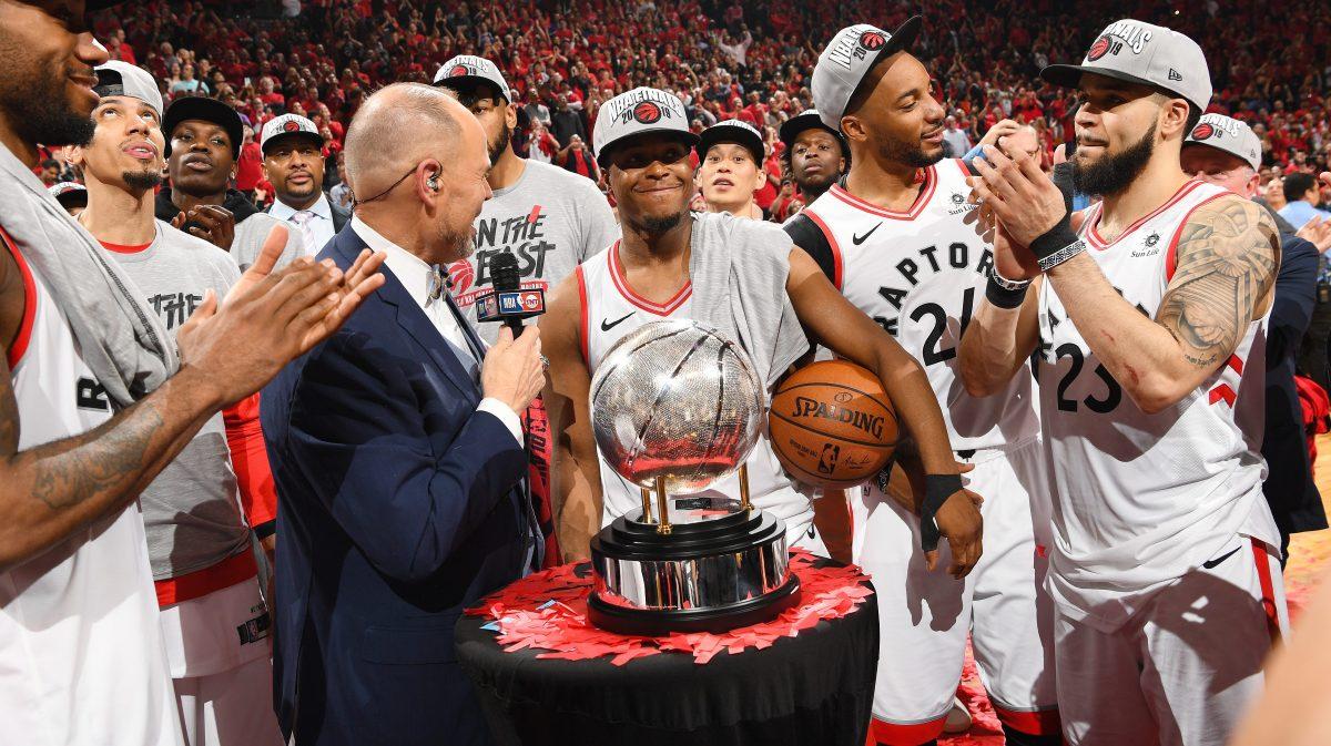 Đau lòng hình ảnh Kyle Lowry vừa chịu nỗi đau mất người thân, vừa chiến đấu quả cảm tại NBA Finals