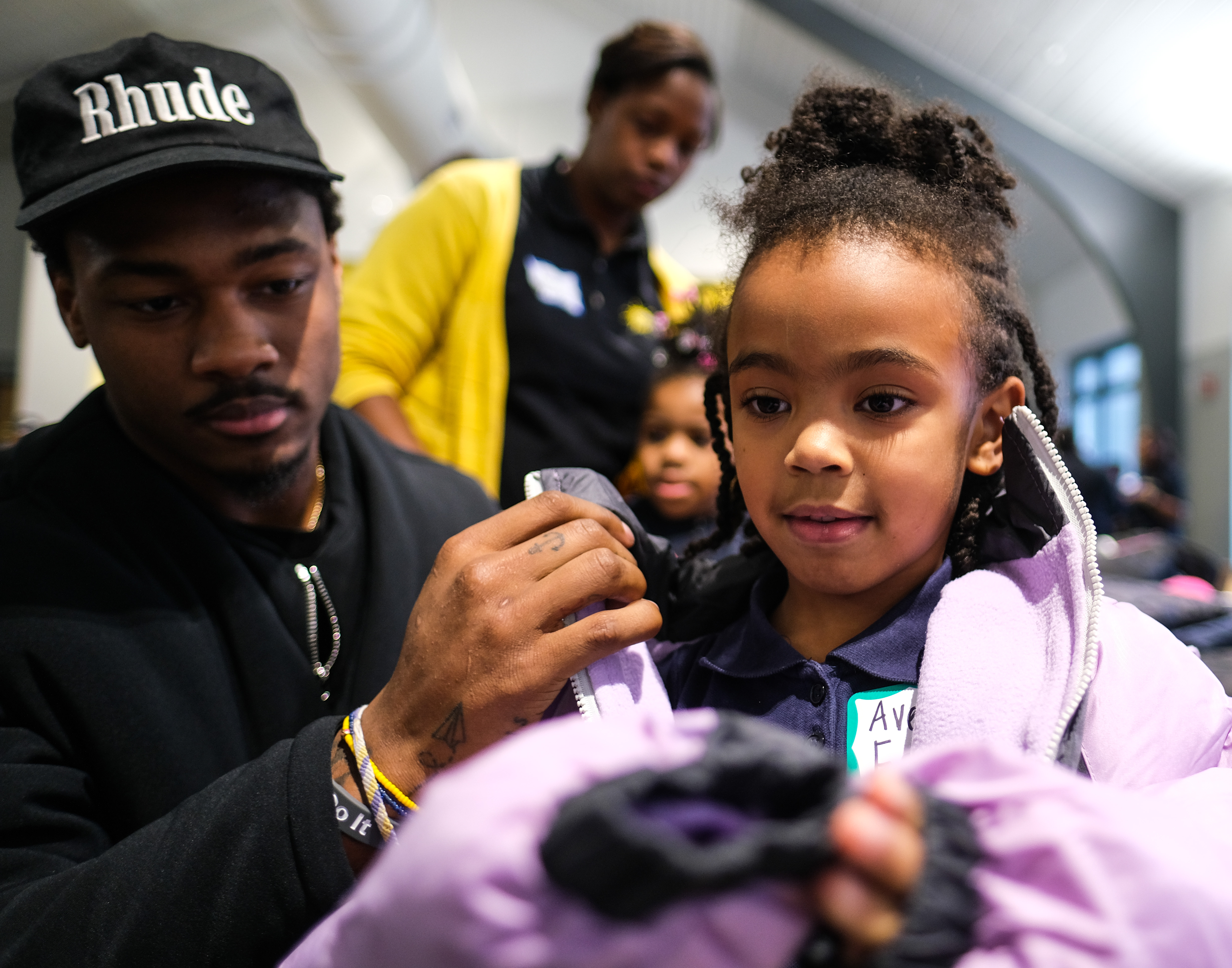 Vikings Stefon Diggs Returns To Hometown Of Washington To Donate Coats To Students In Need I M Not That Far Off From You