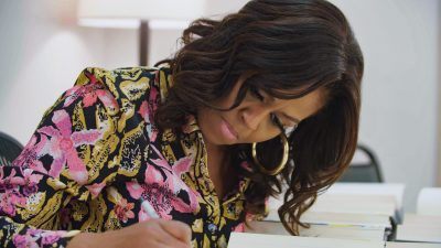 MO – Signing Books 01_R