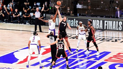 Tipoff Lakers Heat